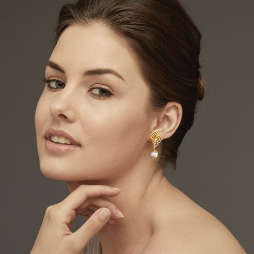 Diamond And White Pearl Earring In Yellow Gold (6.78 Gram)
